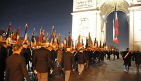 1000 drapeaux réunis sous l'Arc de Triomphe